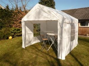 Partytenten  3x3.   €22'50,- p dag 6x3.   €40,00,- p dag Voor grotere tenten graag info via hollemansverhuur@outlook.com